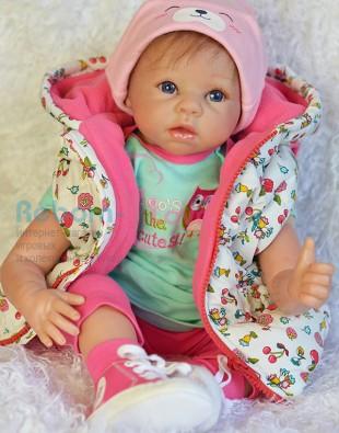 Кукла реборн в жилетке